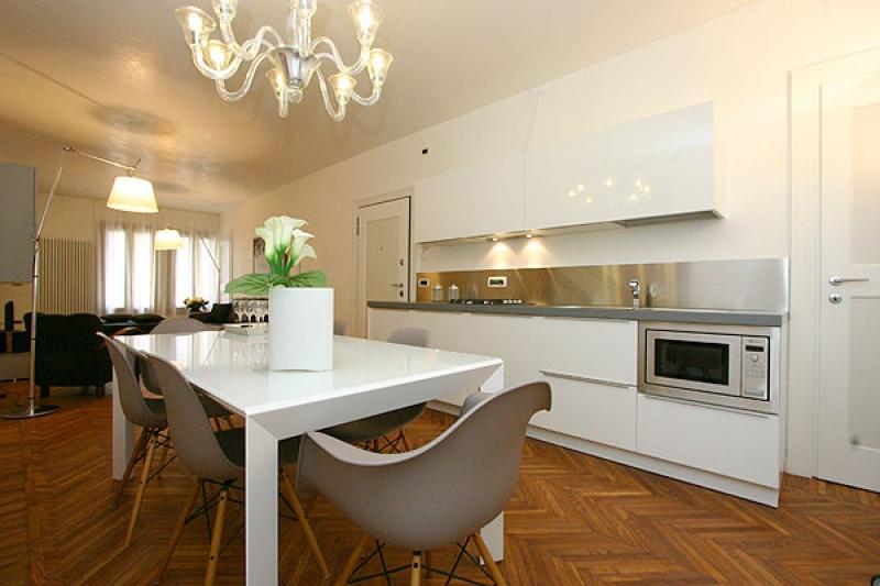 Appartement san marco design en location venise for Appartement design venise